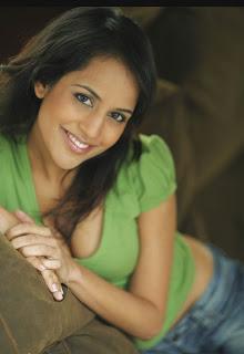 Agam Darshi smile